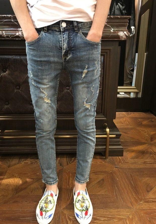 узкие джинсы короткие серые с потертостями