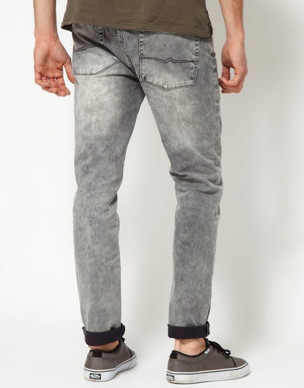 серые джинсы подкатаные