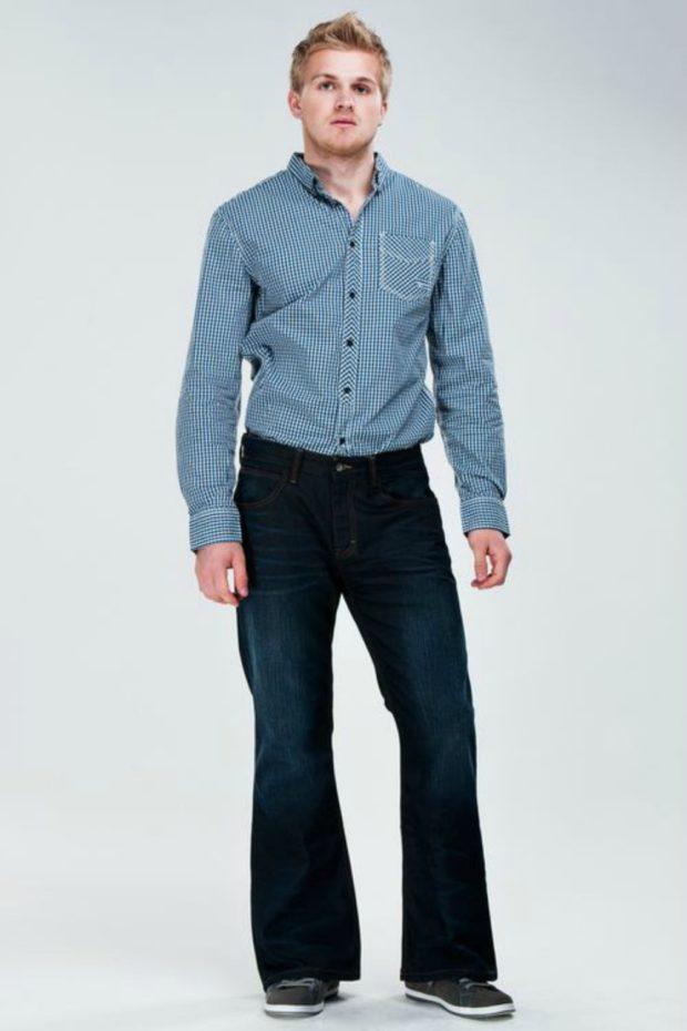 синие джинсы клеша потертые