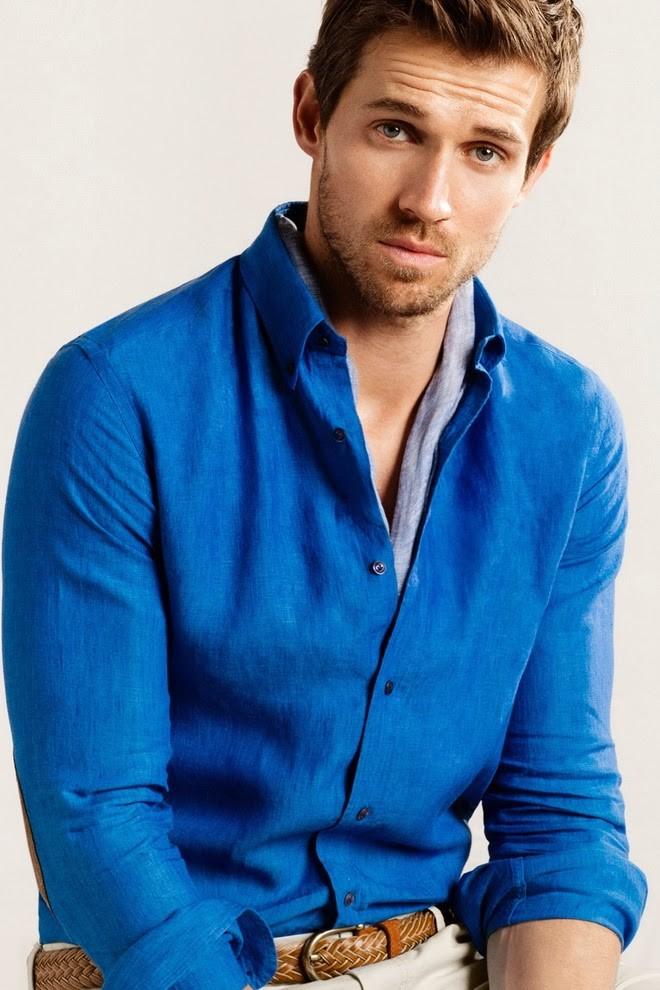 рубашка голубая под светлые брюки