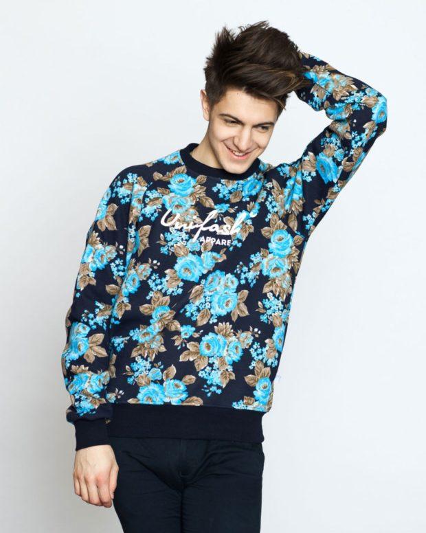 кофта синяя в цветы
