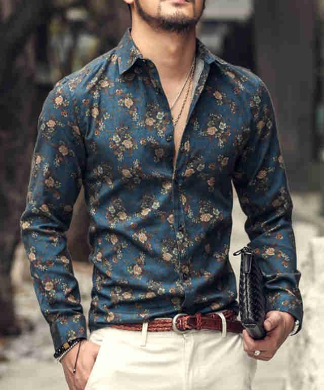 рубашка в цветы под светлые штаны