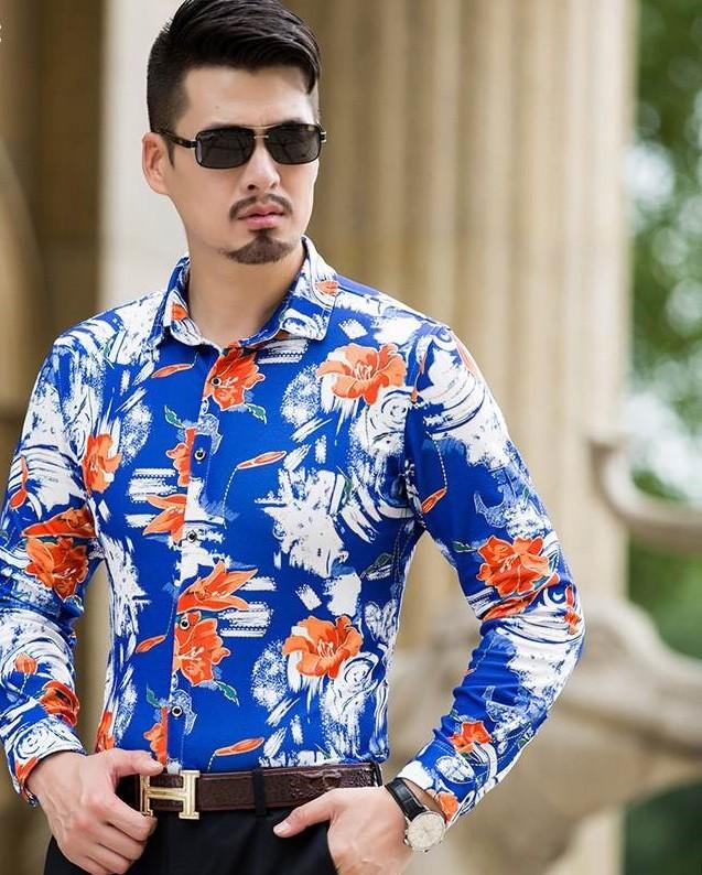 рубашка синяя в цветы красные