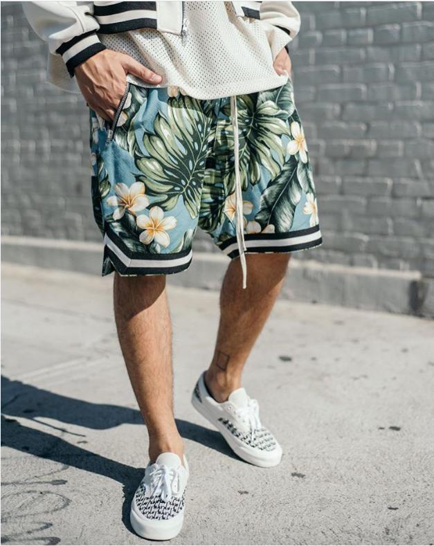шорты Гавайи  под кеды и спортивную куртку