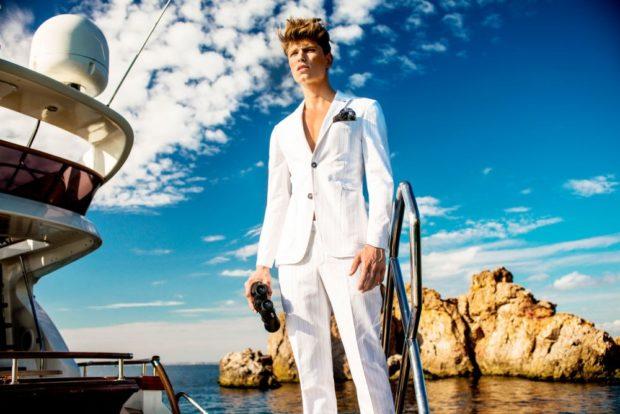 белый летний костюм