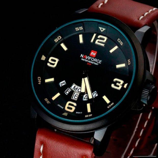 часы с крупными цифрами красный кожаный ремень