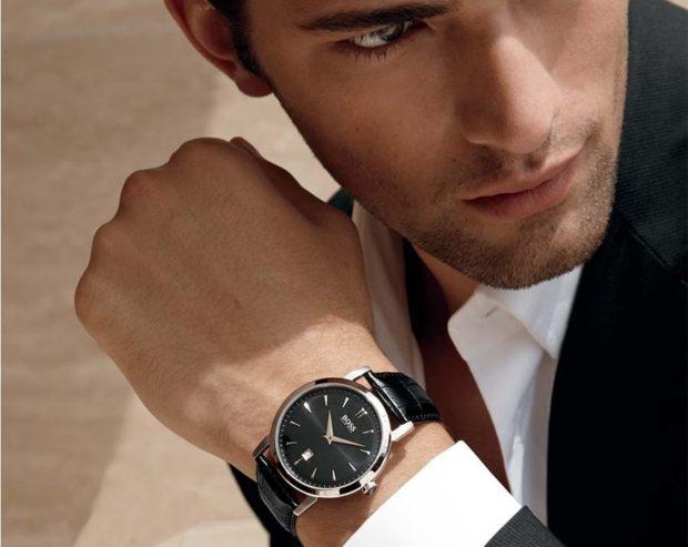 часы серебристый корпус черный ремень