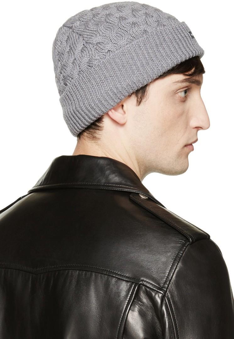 шапка серая с узором и отворотом