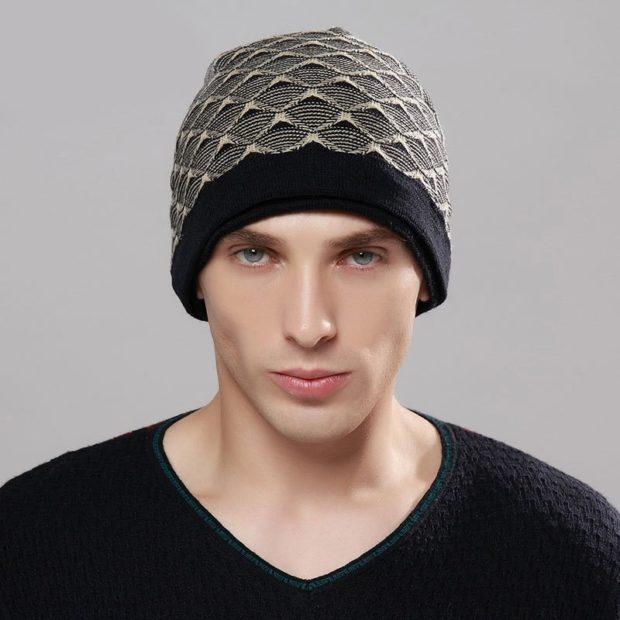 мужские головные уборы зима 2019-2020: шапка вязаная в орнамент с черной резинкой