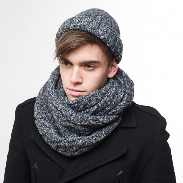 мужские головные уборы зима 2019-2020: шапка вязанная с отворотом шарф в цвет