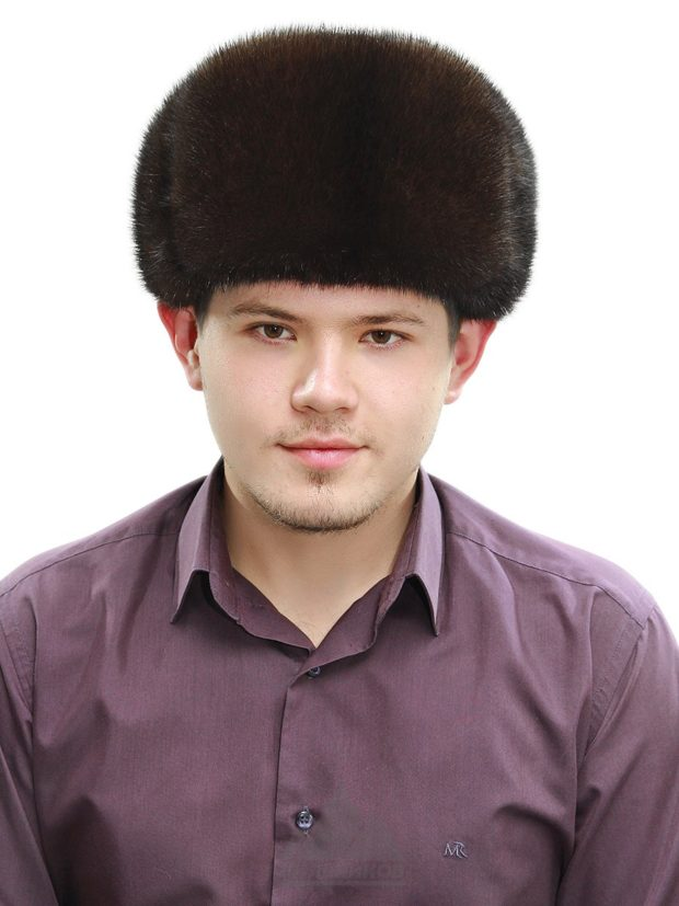 головные уборы мужские зима 2019-2020: классическая шапка черная