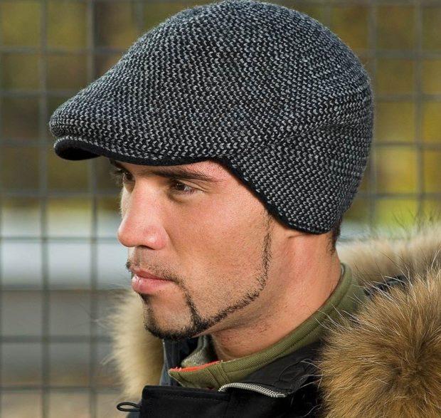 головные уборы мужские зима 2019-2020: кепка черно-белая с закрытыми ушами