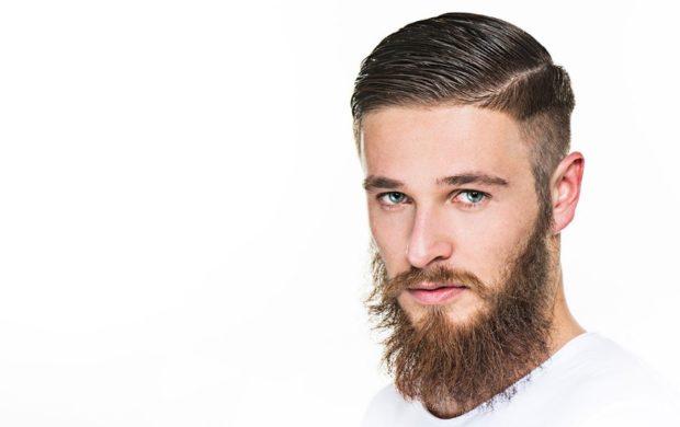 модные мужские стрижки волос: зачес налево выбритый висок