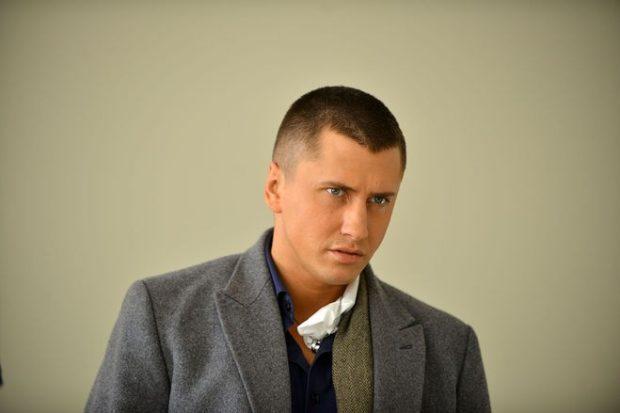 модные мужские стрижки волос фото: милитари