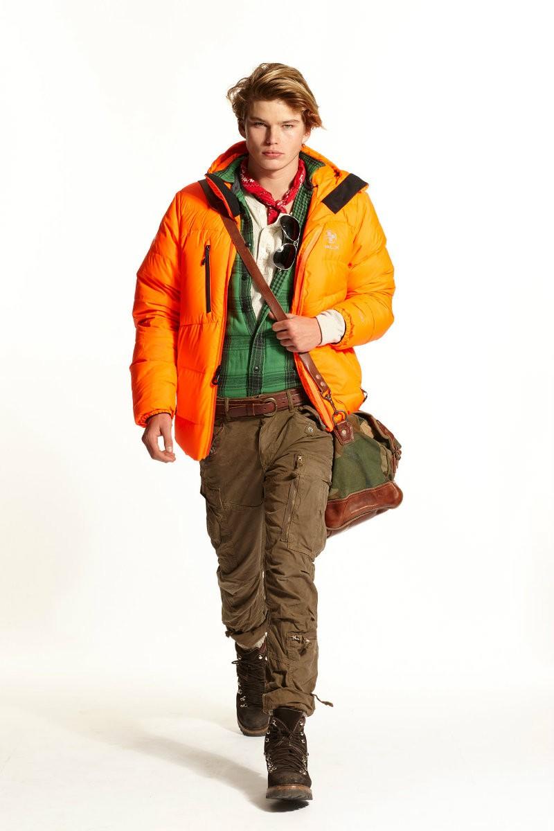 яркий пуховик оранжевый