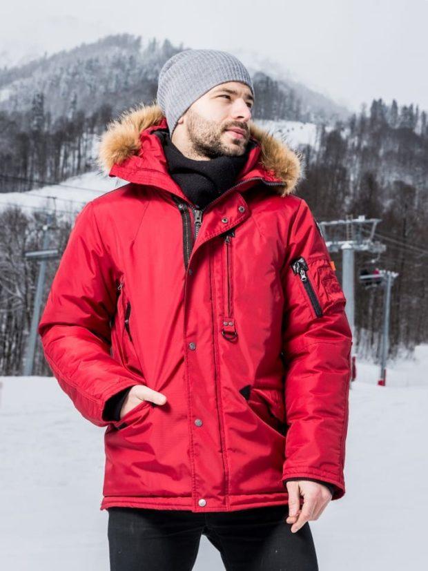 куртка красная с меховым капюшоном