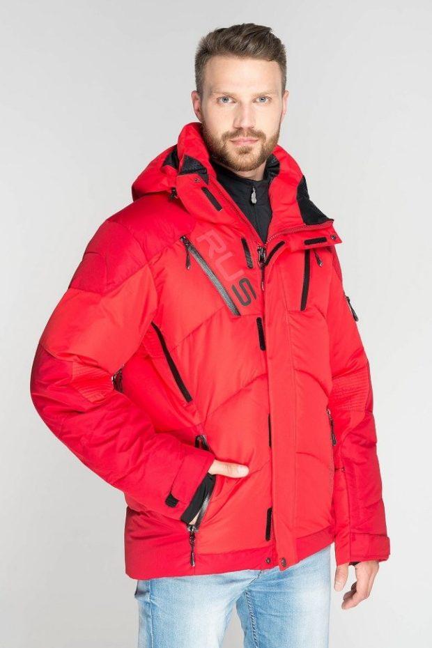 красная горнолыжная куртка