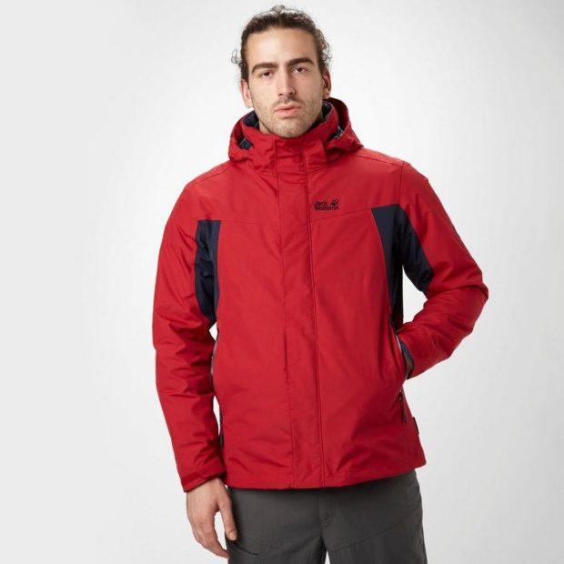 красная куртка с черным вставками