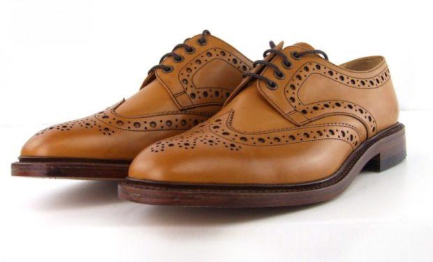мужские туфли: коричневые перфорированные на шнурках темная подошва