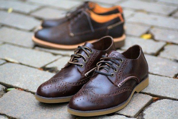мужские туфли: коричневые перфорированные