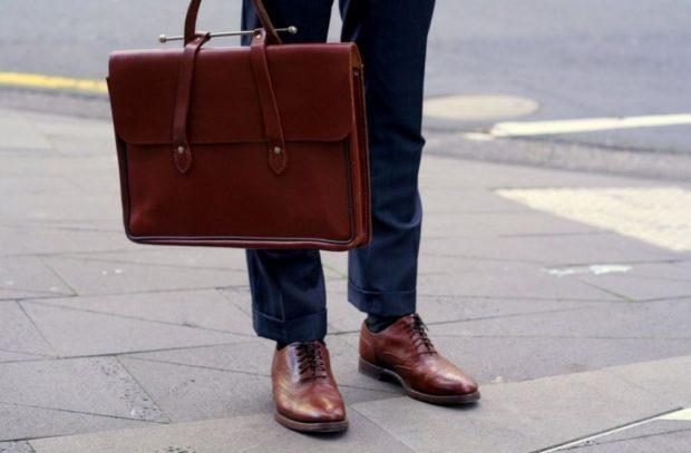 темно-красные туфли на шнурках