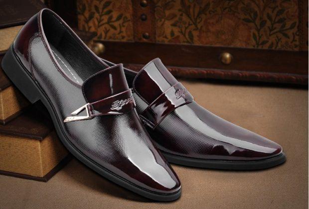 мужские туфли: лаковые красно-коричневые с декором