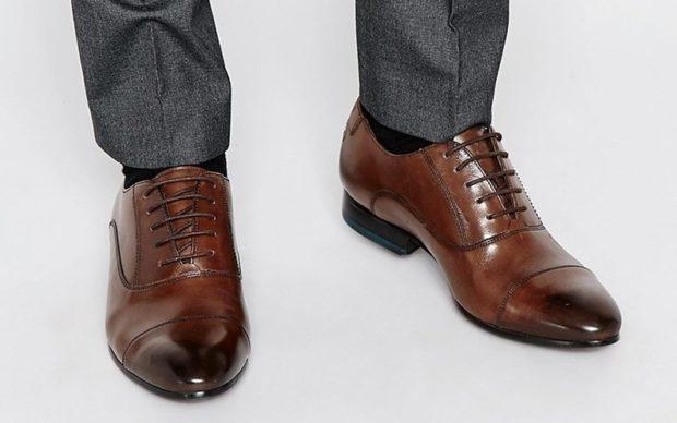 мужские туфли: классические на шнуровки коричневые носок темный
