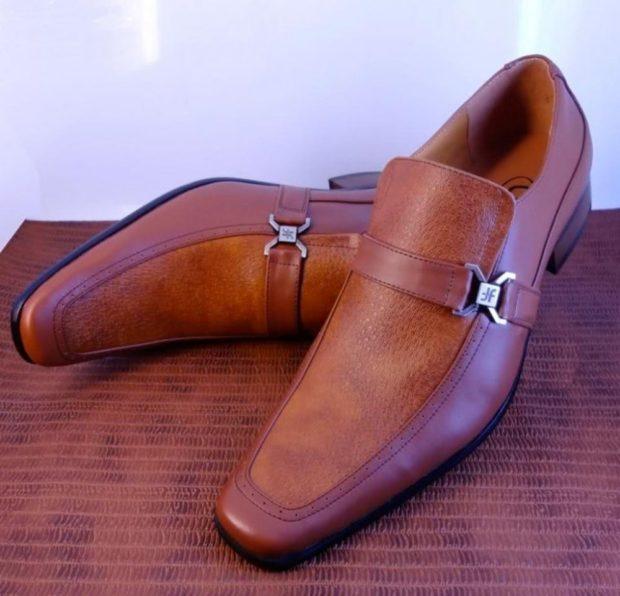 коричневые туфли с застежкой на боку