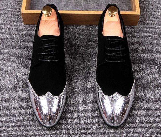 черные замшевые туфли с серебристым декорированным носком