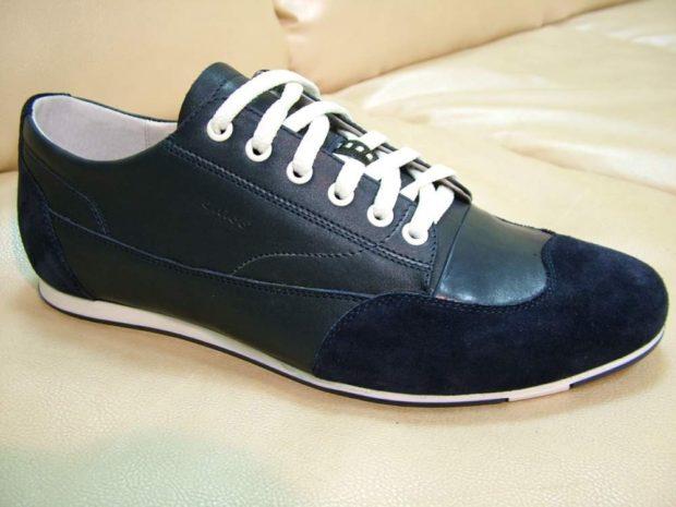 туфли спортивные черные с синим на шнурках