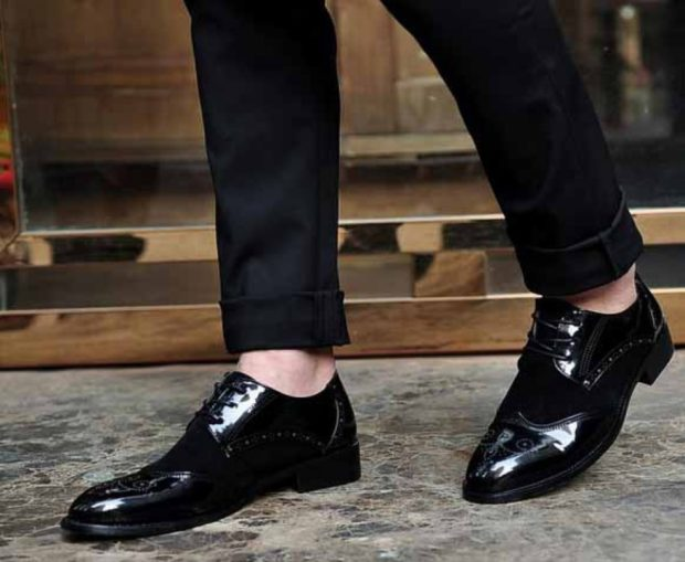 мужские туфли: черные лаковые носок длинный