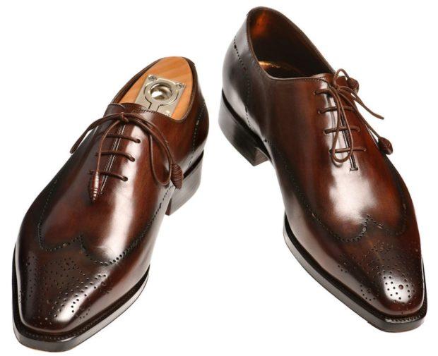 коричневые туфли с рисунком