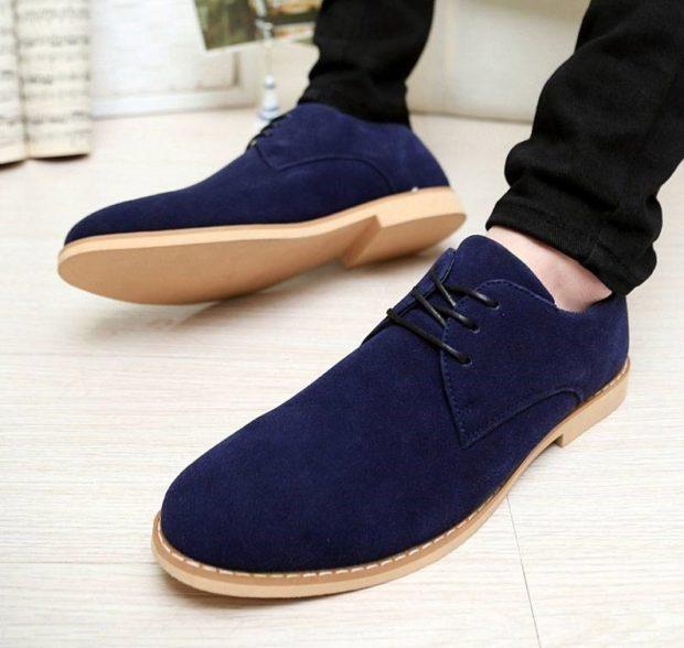 синие нубуковые туфли на светлой подошве