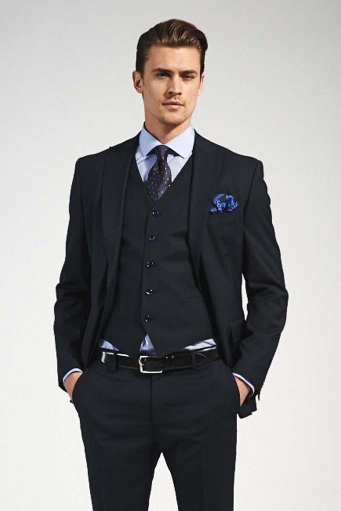 брючный костюм с жилеткой черный