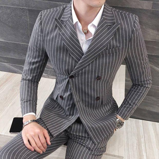 брючный костюм серый в белую полоску