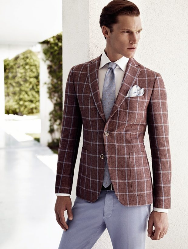 костюм в клетку пиджак коричневый брюки светлые