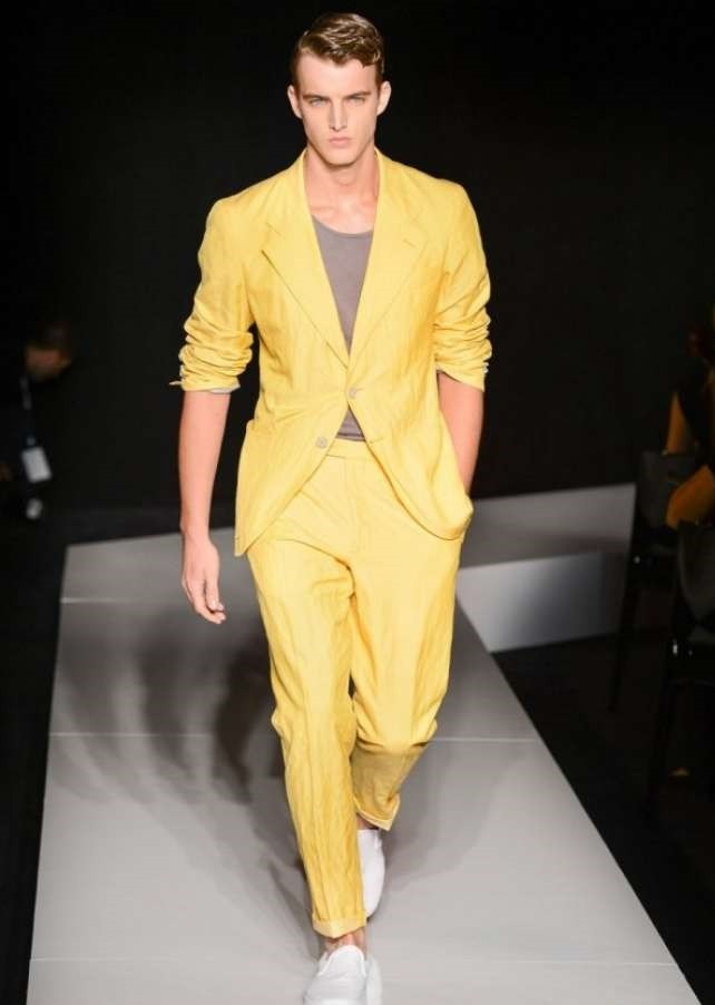 костюм брючный желтый летний