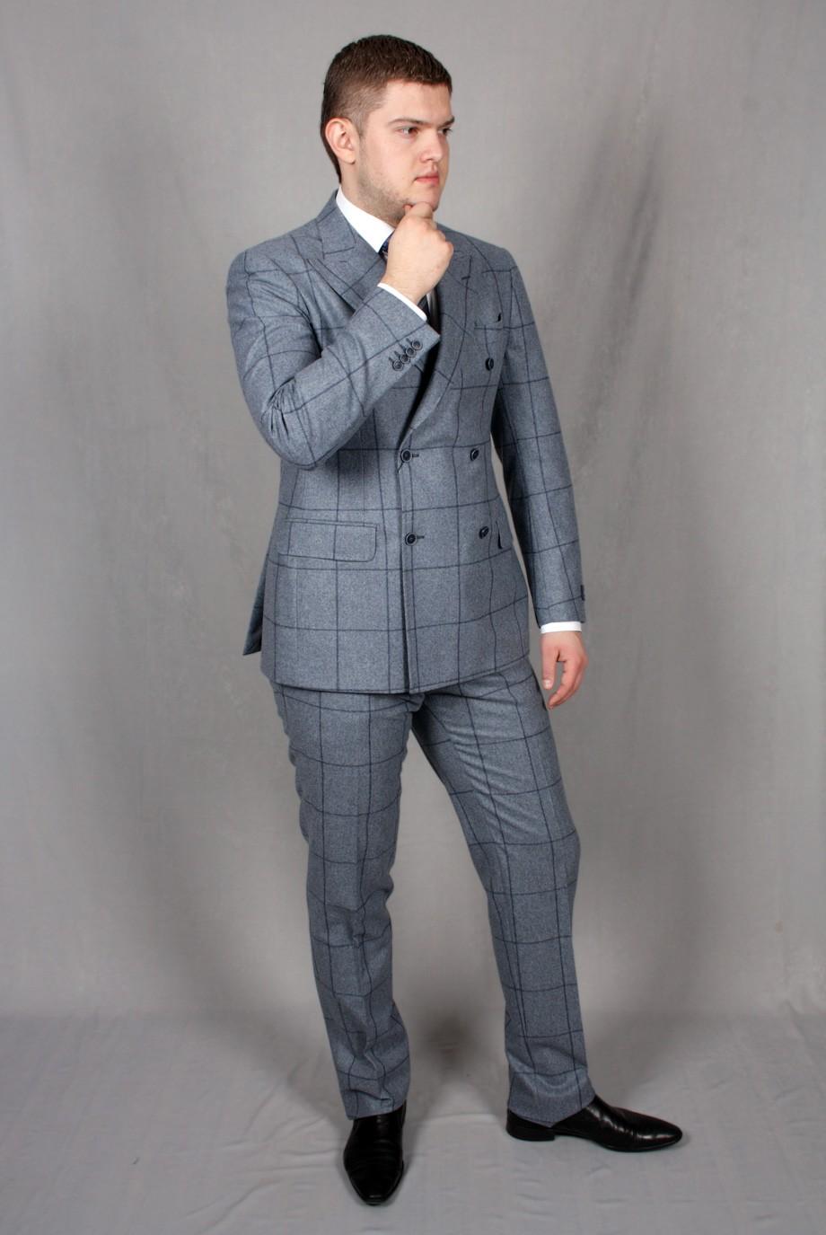костюм двубортный серый в клетку
