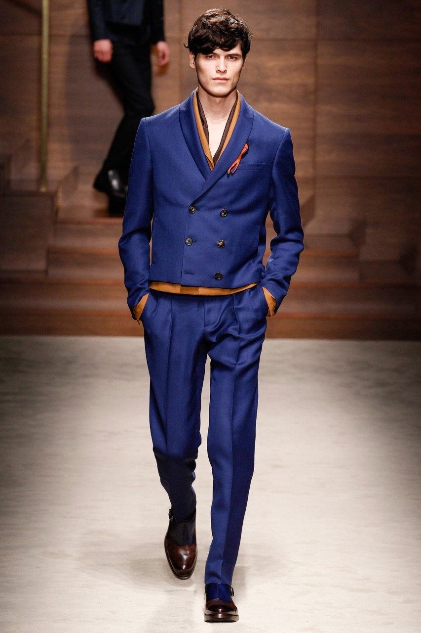синий пиджак двубортный короткий