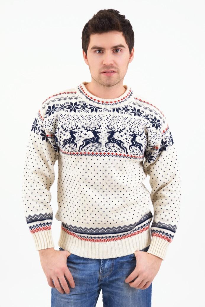 белый свитер с оленем и снежинки