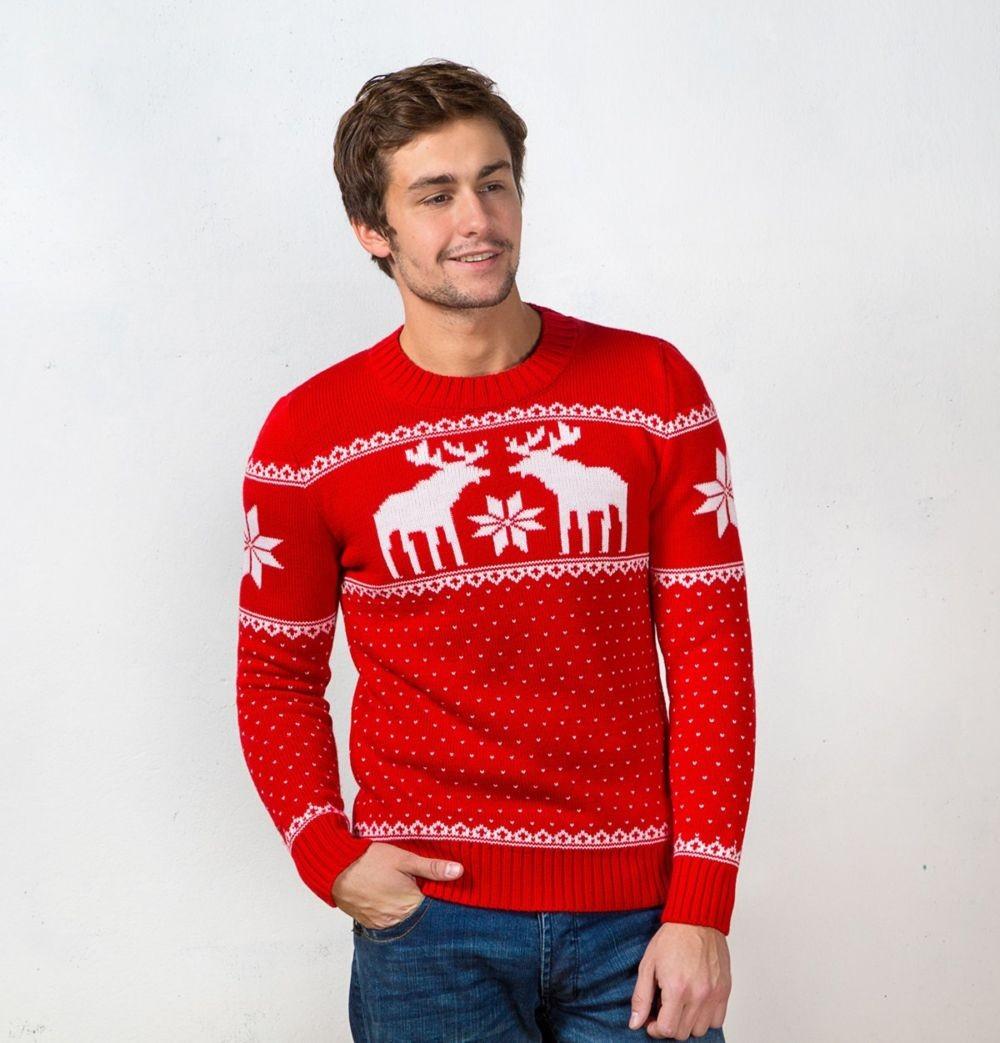 ярко красный свитер с оленем и снежинками