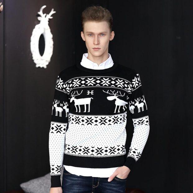 белый с черным свитер с оленем и снежинки