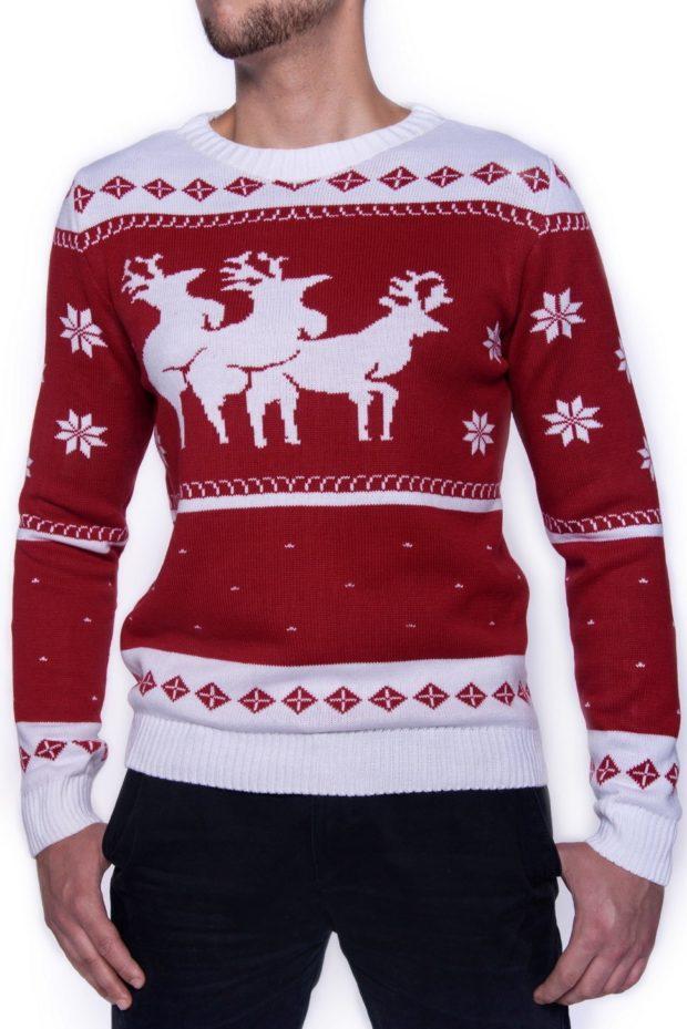 белый с красным свитер с оленем и снежинки