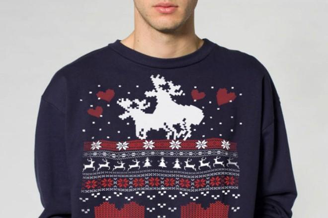 черный свитер с оленем и снежинками и сердечками