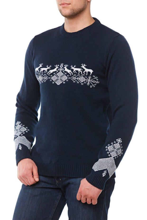 черный свитер с оленем и снежинками