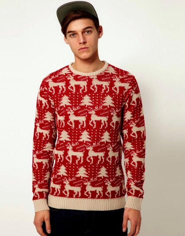 красный свитер с оленем и снежинками