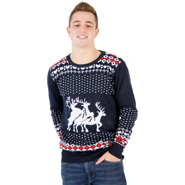 мужской свитер с оленями: черный и снежинки