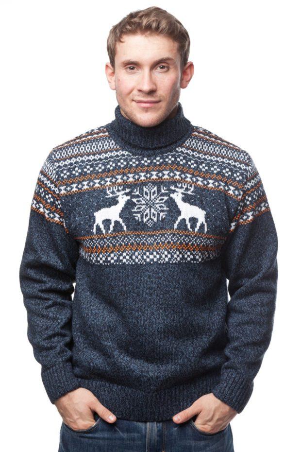мужской свитер с оленями: серый и снежинки