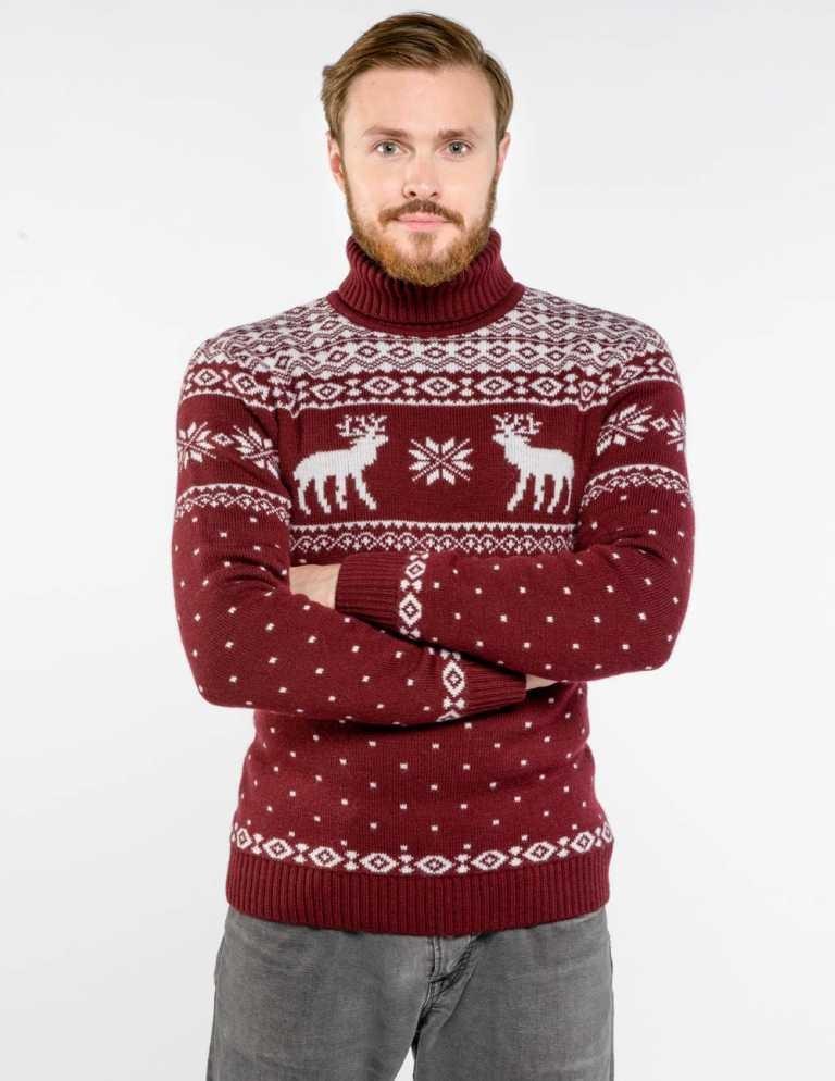 красный свитер с оленем и снежинки