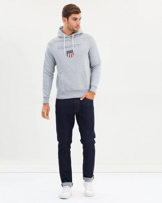 мужская мода осень-зима 2019-2020: серая толстовка